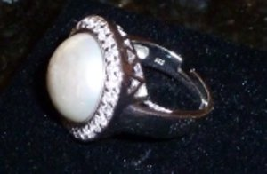 silberring aus palma mit mallorquinischer perle that girl. Black Bedroom Furniture Sets. Home Design Ideas
